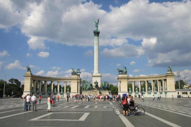 Budapešť spojená s návštevou Tropikária
