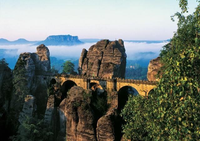 Českosaské Švajčiarsko - skalnými bránami do rozprávky