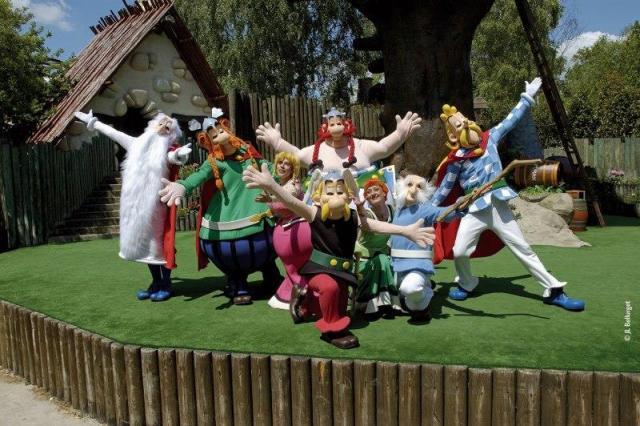 Paríž, Disneyland a Asterix park