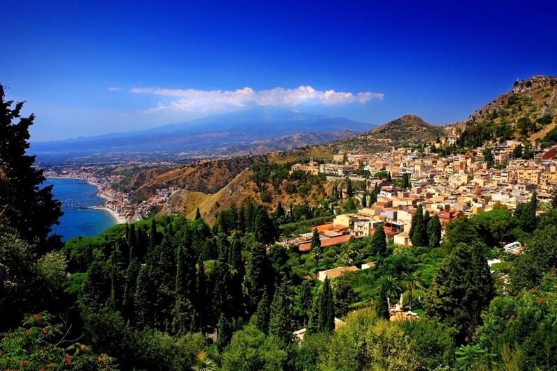 b3db5d8371 Taliansko Zo špičky talianskej čižmy na Sicíliu Taliansko